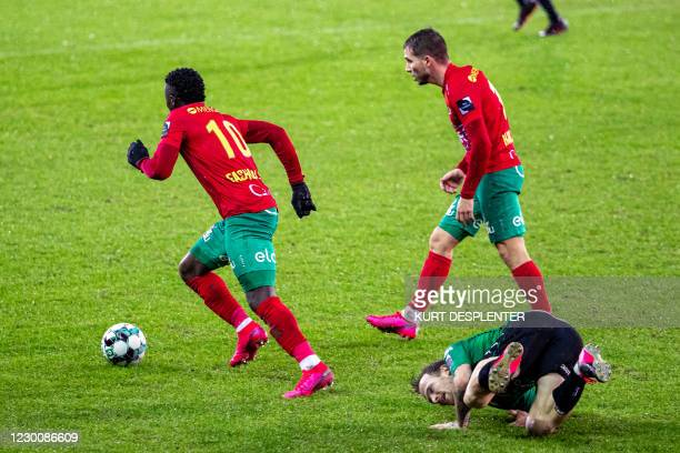 Oostende's Fashion Junior Sakala and Cercle's Dino Hotic fight for the ball during a soccer match between Cercle Brugge and KV Oostende, Saturday 12...