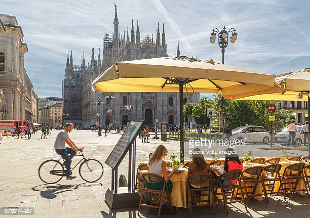 Open air restaurant in Milan?s Cathedral Square