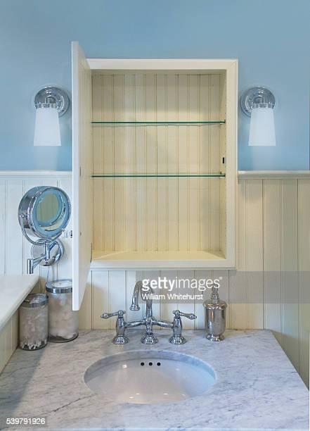open bathroom cabinet - armoire de toilette photos et images de collection