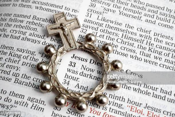 open bible with a rorsary ring. new testament : jesus died on the cross. - キリスト教 ストックフォトと画像