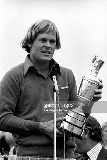 Open champion Johnny Miller gives his speech after accepting the Claret Jug
