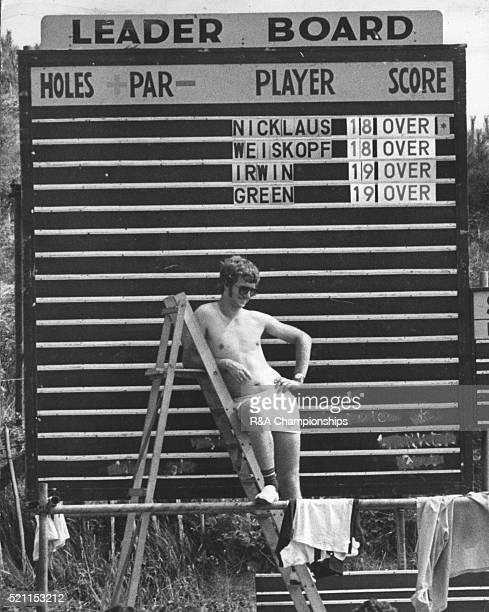Open Championship 1976 Royal Birkdale Golf Club in Southport England held 7th 10th July 1976 Pictured A Birkdale joker has a little fun with a famous...