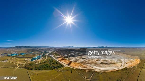 open cut copper mine in mongolia, erdenetiin ovoo mine - aerial view - mongólia imagens e fotografias de stock