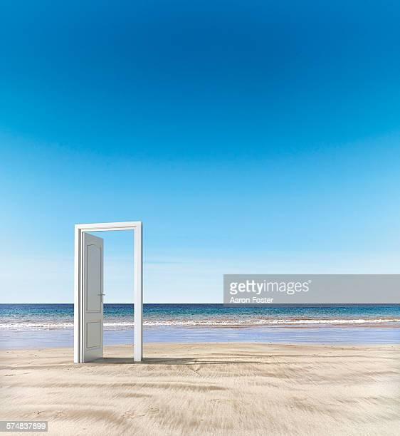 open door beach concept - vão de porta - fotografias e filmes do acervo