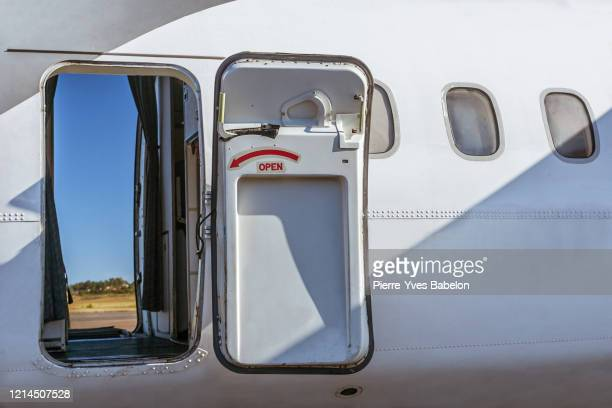open door of an aircraft - pierre yves babelon stock pictures, royalty-free photos & images