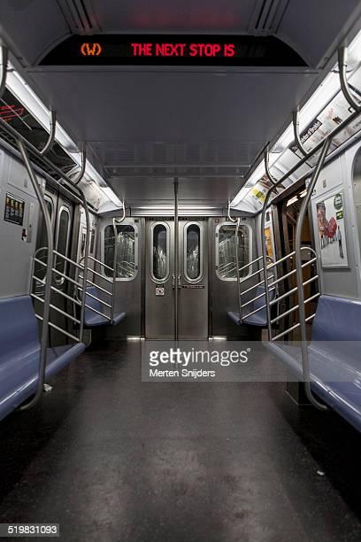 open door on empty subway car - merten snijders stockfoto's en -beelden