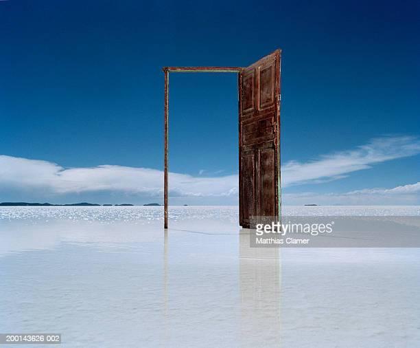 open door on salt flat - deurkozijn stockfoto's en -beelden