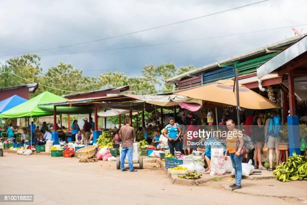 open voedselmarkt in san carkos op lake nicaragua in nicaragua - nicaragua stockfoto's en -beelden