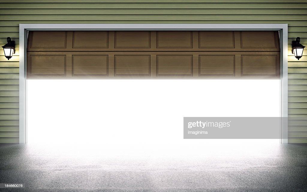 オープンガレージのドア : ストックフォト
