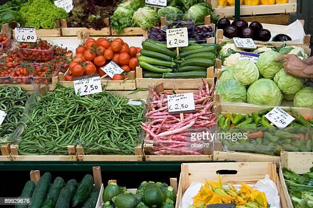 mercato aperto, frutta e vegatables in vendita - prezzo messaggio foto e immagini stock