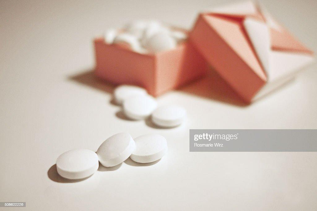 Easy Origami Pill Box - YouTube | 684x1024