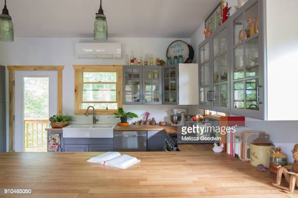 open plan country kitchen - domestic kitchen stock pictures, royalty-free photos & images