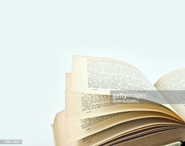 open reading book - literatur stock-fotos und bilder