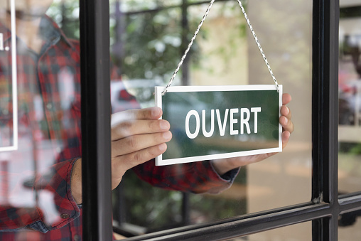 Open sign in French language 1046374408