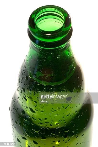 Extremo abierto de botella de cerveza, de cerca 02