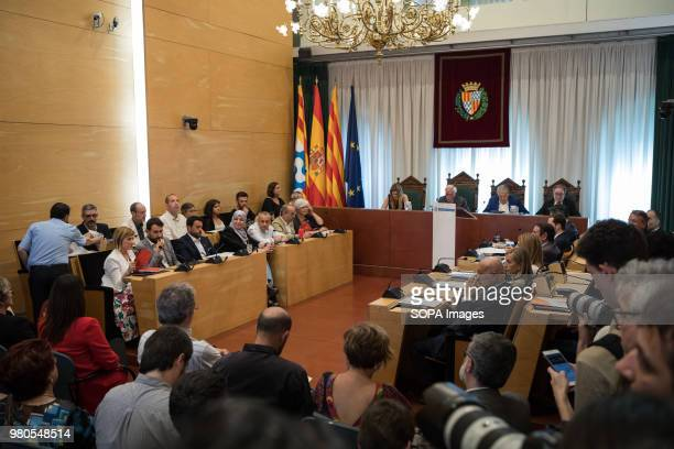 Open view of the hall while debating The new Badalona Mayor Alex Pastor changed with support of PP PSC and C's that voted YES for a noconfidence...