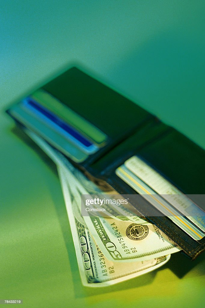 Open wallet with credit cards and money : Stockfoto