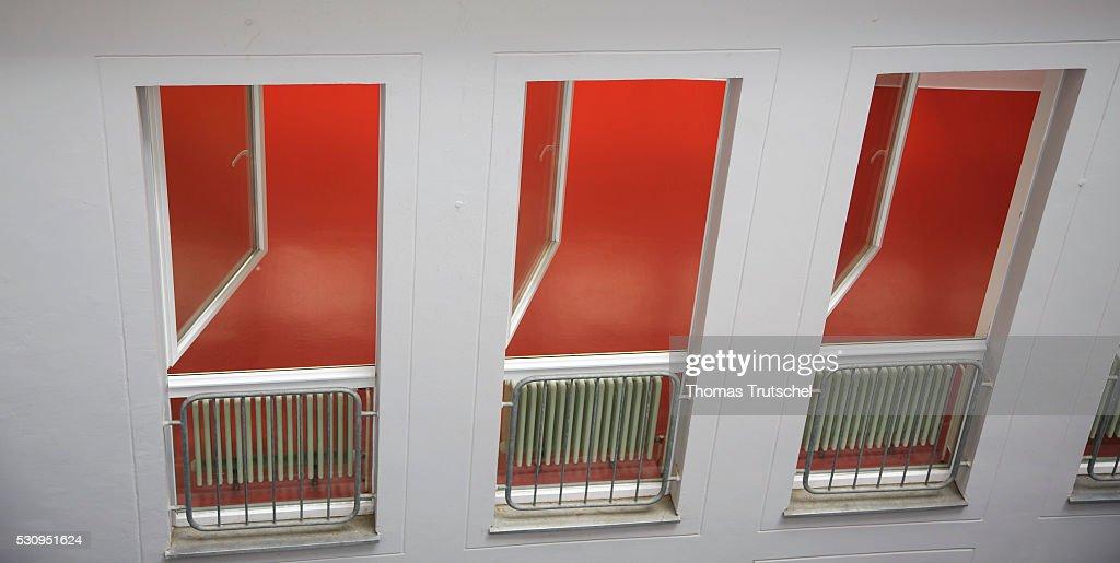 Open Windows... : News Photo