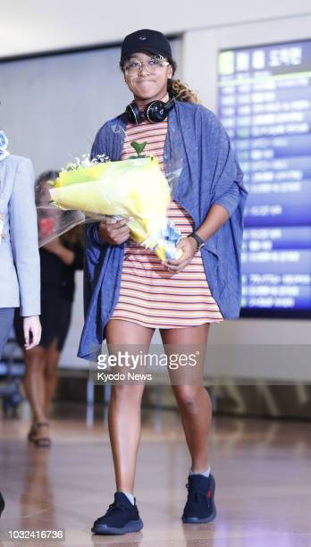 Open women's singles champion Naomi Osaka is pictured upon her arrival at Haneda airport in Tokyo on Sept. 13, 2018. ==Kyodo