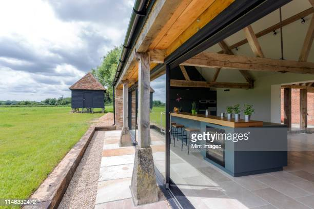 open-air kitchen and backyard in modern home - oxford england stock pictures, royalty-free photos & images