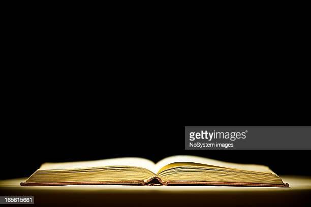 Eröffnete magic Buch