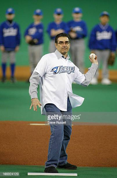 OPENER04/05/04Canadian Comic Eugene Levy throws out the first pitch as the Toronto Blue Jays lose their home opener 70 at SkyDome to the Detroit...