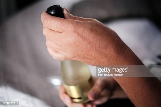 opening a small bottle of champagne - finn bjurvoll stockfoto's en -beelden