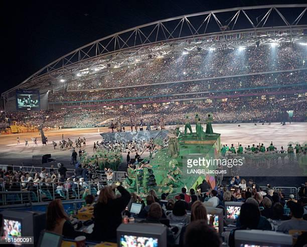 Opening Ceremony Of The Olympic Games Sydney 2000. Cérémonie d'ouverture des Jeux Olympiques de Sydney 2000 : vues générales du spectacle dans le...