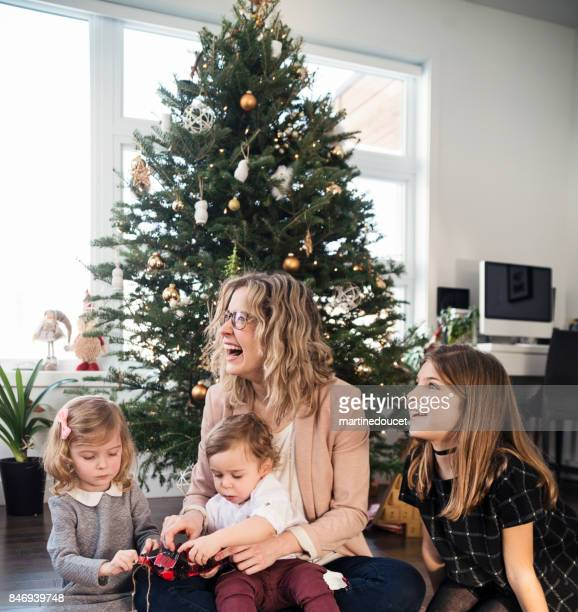 """opening gifts on christmas morning for small family. - """"martine doucet"""" or martinedoucet stock pictures, royalty-free photos & images"""