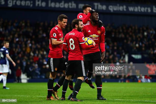 Opening goalscorer Romelu Lukaku of Manchester United celebrates with teammates Juan Mata Jesse Lingard and Ander Herrera during the Premier League...