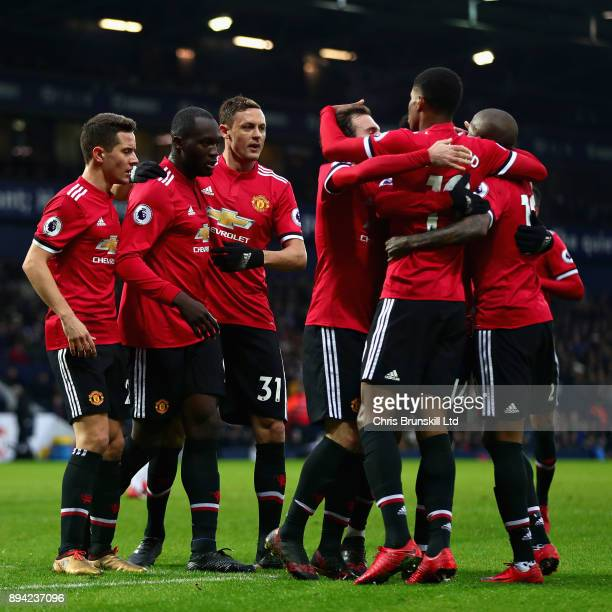 Opening goalscorer Romelu Lukaku of Manchester United celebrates with teammates Juan Mata Jesse Lingard Nemanja Matic and Ander Herrera during the...
