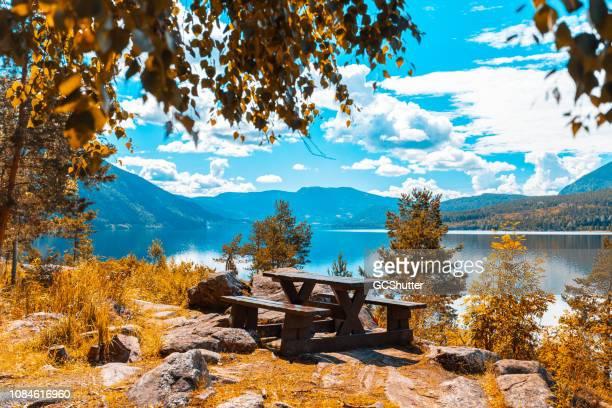 opening in een klein segment van het paradijs - noorwegen stockfoto's en -beelden