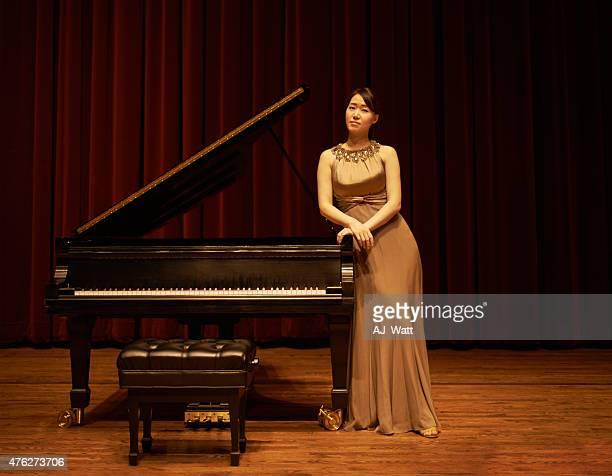opening night - ピアノ奏者 ストックフォトと画像
