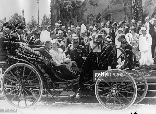 Opening of a SpanishAmerican Exhibition in Spain The Spanish royal couple talks with General Primo de Rivera About 1928 Photograph Eröffnung einer...