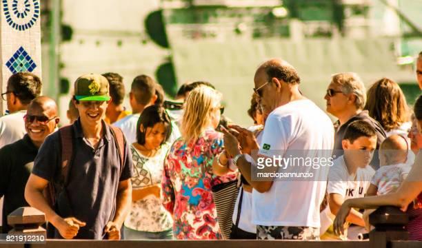 イリャベラにあるセーリング週イリャベラ、ブラジルの píer ダ ビラの前のヨットのパレードのときのオープニング - píer ストックフォトと画像