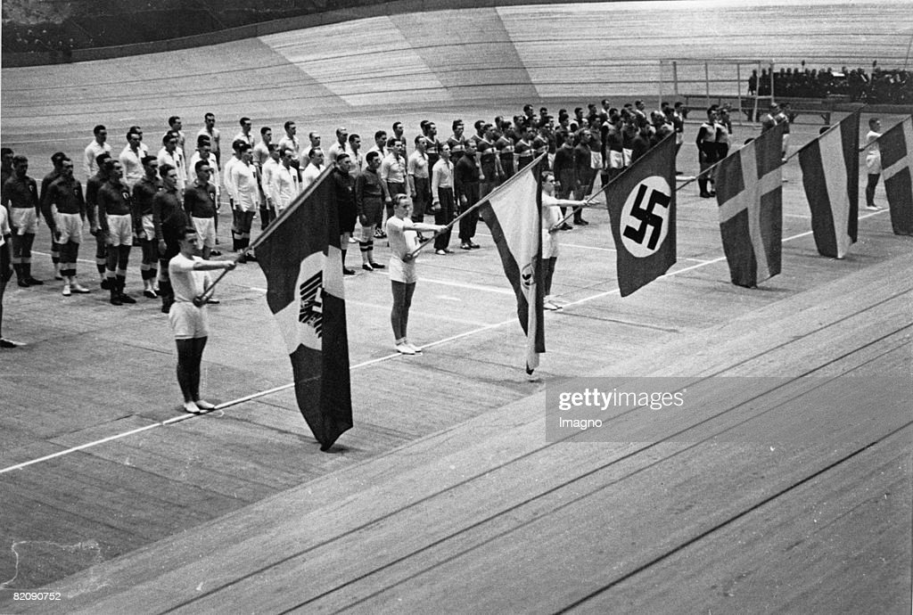 Opening of the indoor handball world championship, Germany-hall, Photograph, 1938 : News Photo