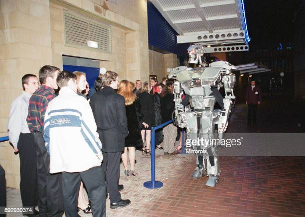 Opening of the SkyDome multiplex Croft Road Coventry Friday 22nd October 1999 Our picture shows scenes outside Ikon Nightclub