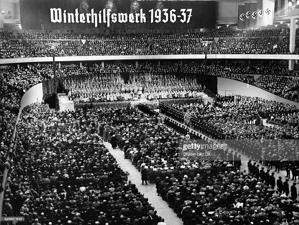 Opening rally for the Winter Relief 1936/1937 in the 'Deutschlandhalle' in Berlin - 06.10.1936 - Photographer: Presse-Illustrationen Heinrich Hoffmann - Published by: 'Berliner Morgenpost' 07.10.1936  : News Photo
