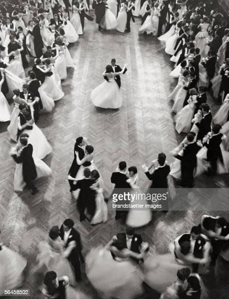Opening waltz at 'Philharmonikerball' ball of the Vienna Philharmonic Orchestra Photography 1959 [Eroeffnungswalzer auf dem Ball der Wiener...