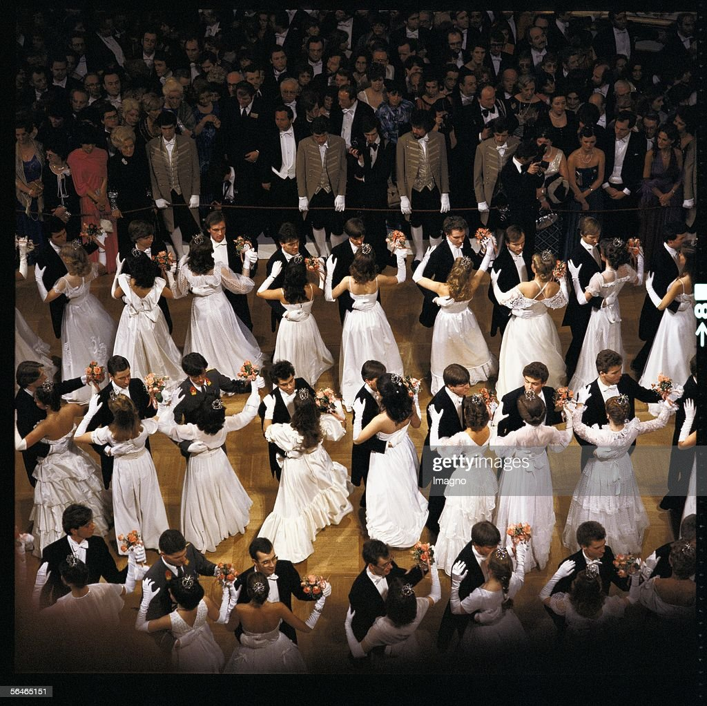 Opening Waltz at the Viennese Opera Ball. Photography. 1970s. (Photo by Imagno/Getty Images) [Eroeffnungswalzer am Wiener Opernball. Photographie. 1970er Jahre]