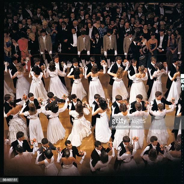 Opening Waltz at the Viennese Opera Ball Photography 1970s [Eroeffnungswalzer am Wiener Opernball Photographie 1970er Jahre]