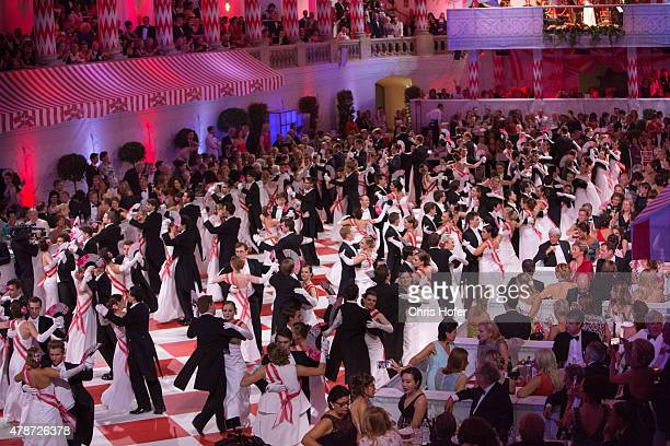 Opening with debutants at the Fete Imperiale 2015 on June 26 2015 in Vienna Austria