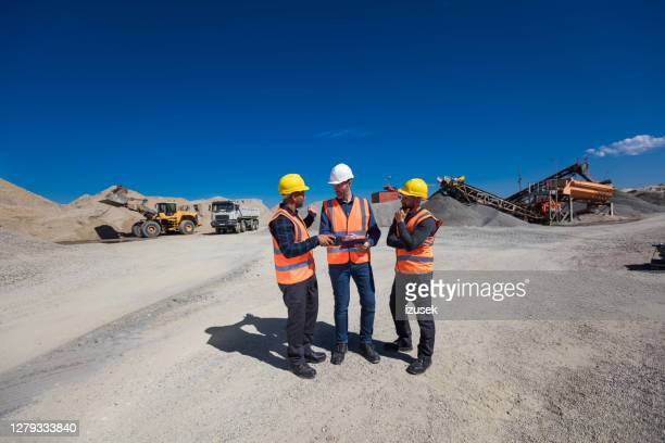 open-pit mine team discussing plans - geology stock pictures, royalty-free photos & images