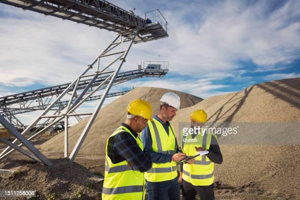 trabajadores de minas a cielo abierto - izusek fotografías e imágenes de stock