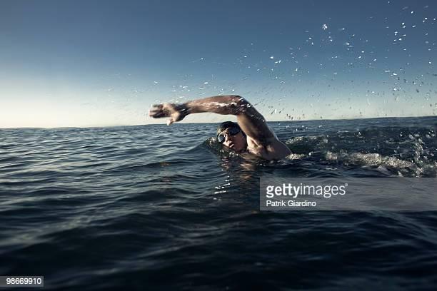 openwater swimmer - nuoto foto e immagini stock