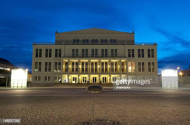 opera house in leipzig, germany - leipzig saksen stockfoto's en -beelden