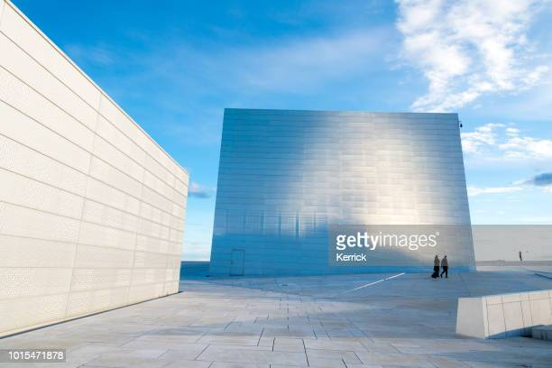 opera house in oslo norway - the famous white marble building - waterfront stock pictures, royalty-free photos & images