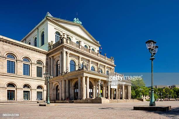 opera house - opernhaus stock-fotos und bilder