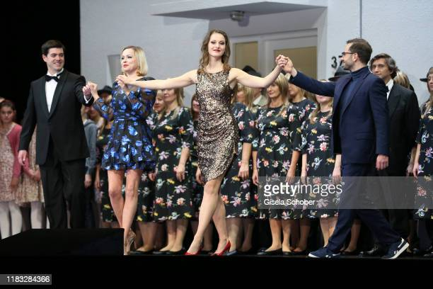 Opera singer during the final applause of the opera premiere of Die tote Stadt by Erich Wolfgang Korngold at Bayerische Staatsoper on November 18...