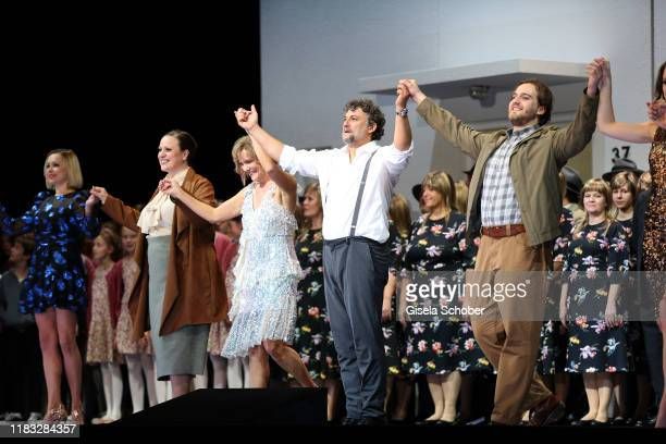 Opera singer Jennifer Johnston Marlis Petersen Jonas Kaufmann and Andrzej Filonczyk during the final applause of the opera premiere of Die tote Stadt...